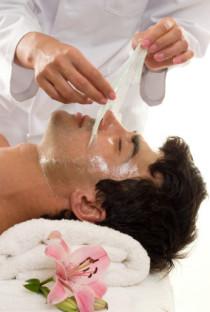 Behandlungen speziell für den Herrn, Rückenbehandlung, Haarentfernung mit Warmwachs, Anti-Aging-Behandlung für den Herren