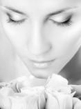 Behandlung bei Augenringen und Schwellungen